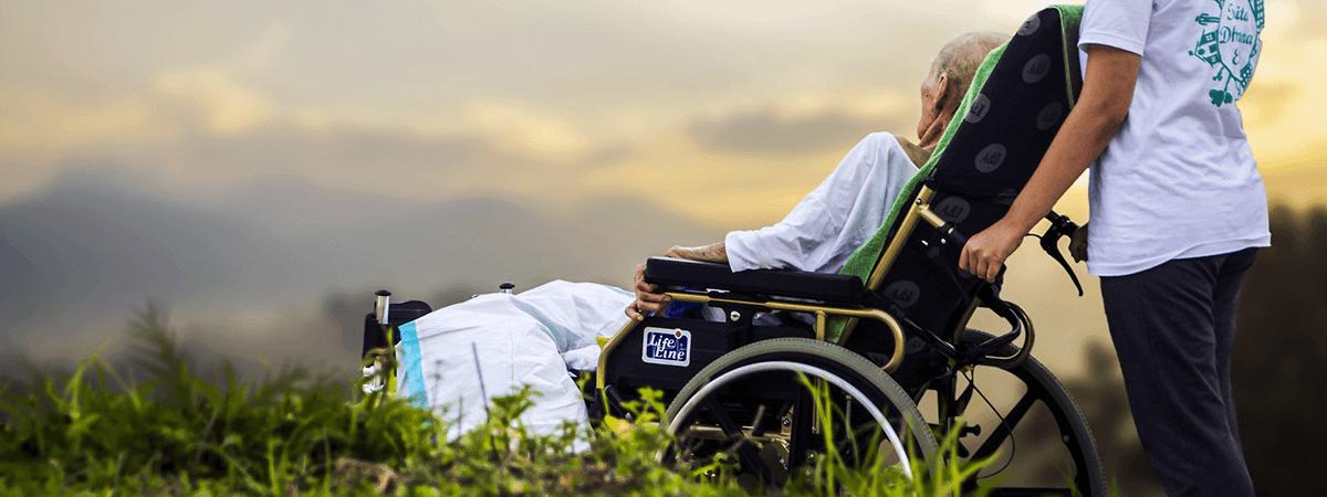 高齢者の車椅子